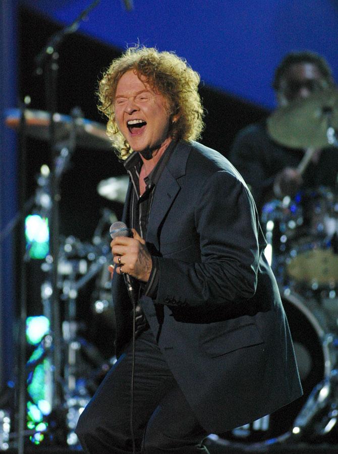 Mick Hucknall cantante pelirojo de sIMPLY rED