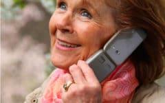 Suegra o madre con móvil