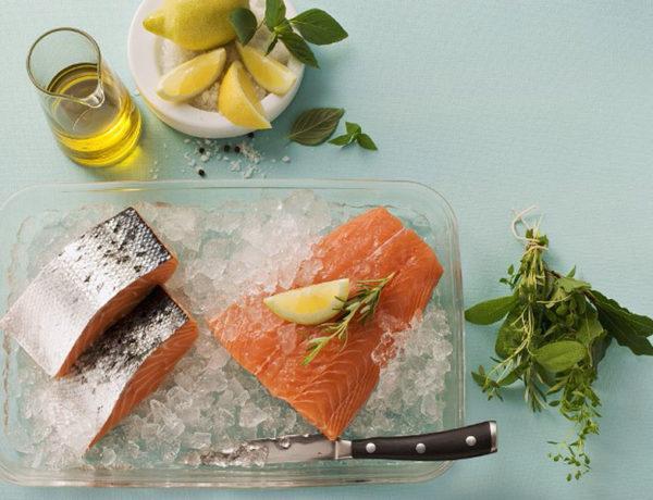 Pastel de salmón delicioso y sano