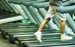 Caminar es bueno para tu salud cardiovascular. Foto:gtres