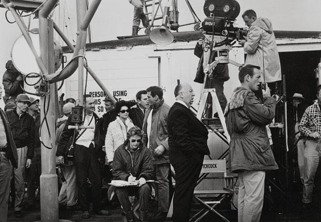 Alfred Hitchcock en el rodaje de Los pájaros (1963) © UNIVERSAL PICTURES Album