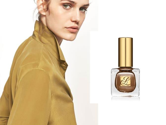 """Laca de uñas """"Pure Color"""" de Estée Lauder. Color Nouveau Riche (23,50€). Perfecto con la camisa de seda de Massimo Dutti"""