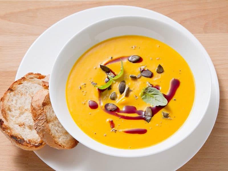 Sopa de Calabaza con mejillones, deliciosa fría para las comidas veraniegas. Foto:gtres