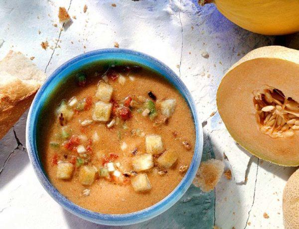 Sopa fría de melón y puerros con virutas de jamón. Foto:gtres