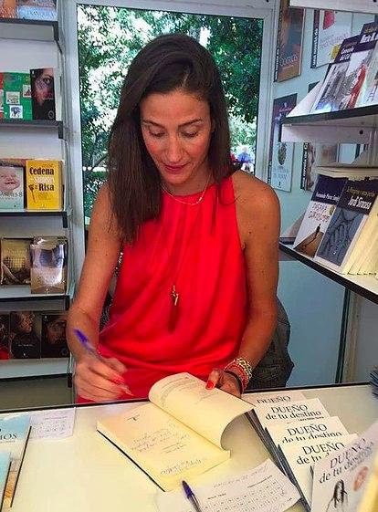 la escritora Laura Riñon