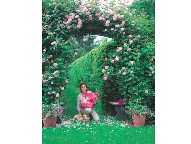Carolyne Roehm en su impresionante jardín. Imágen Sylvie Becquet