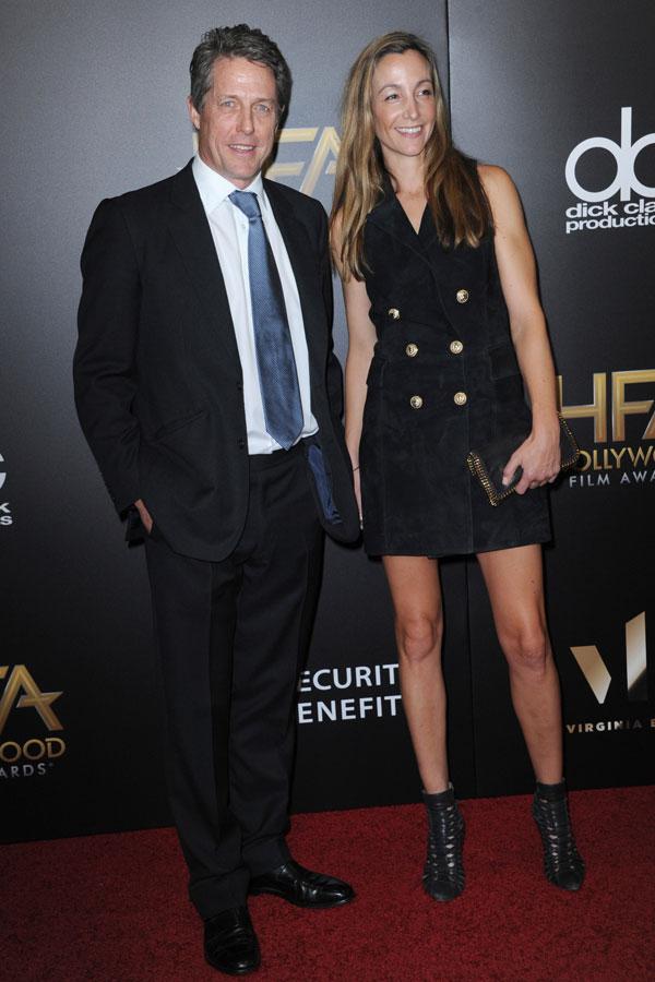 El actor Hugh Grant acompañado por Anna Elisabeth Eberstein