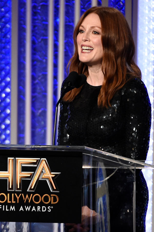 Julianne Moore vestida de Tom Ford para remitirle su premio