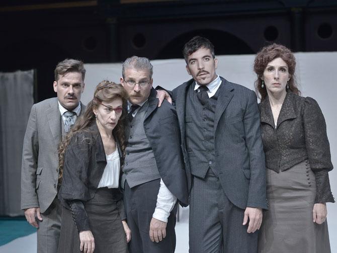 """Teatro """"Premios y castigos"""""""