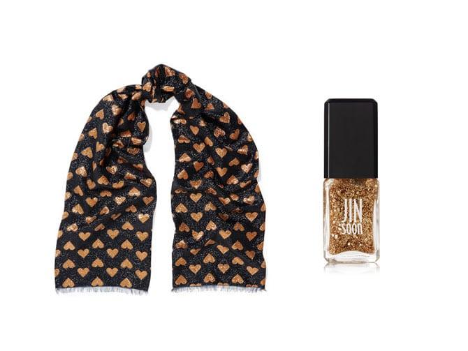 Foulard de Gucci y laca de uñas de paillettes de Jin Soon