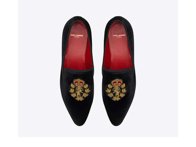 Loafers de terciopelo negro de Yves Saint Laurent por 695 euros