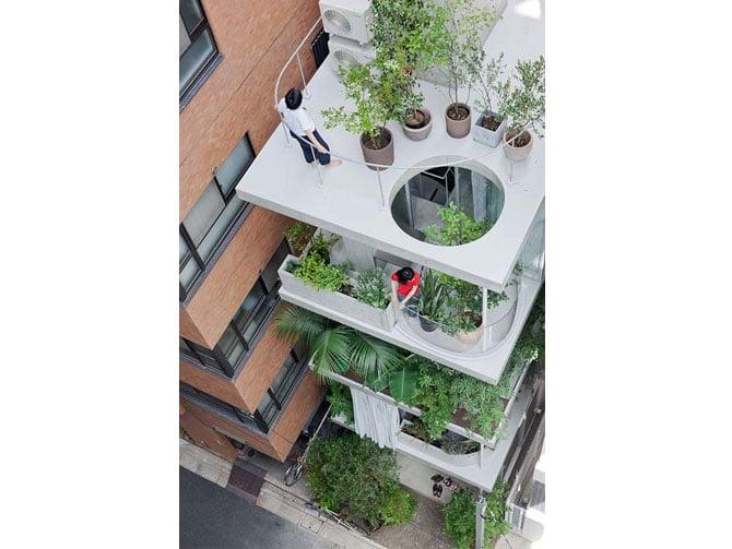 Nishizawa. Vertical garden house, Tokyo 2013. Via, photos © Iwan Baan.