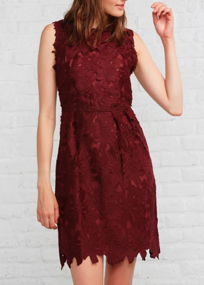 Vestido en guipur rojo de Amichi (39,99 euros)