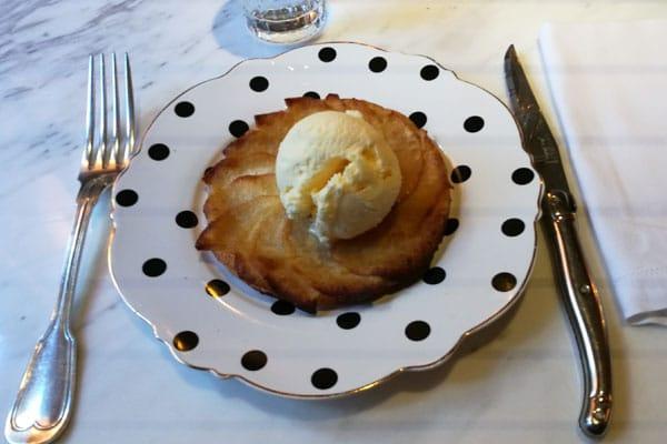 La tarta de manzana con helado de vainilla: un diez