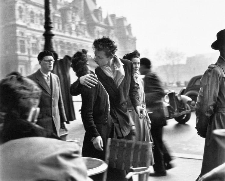 """El beso frente al hôtel de ville"", 1950 @ Atelier Robert Doisneau,2016"