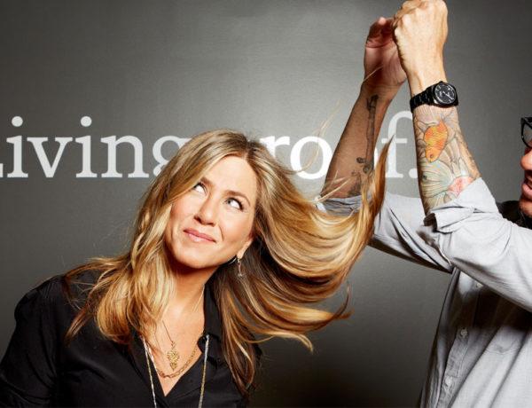 Jennifer Anniston imagen de Living proof, junto al estilista de la marca Chris McMillan. Imagen:web Living Proof