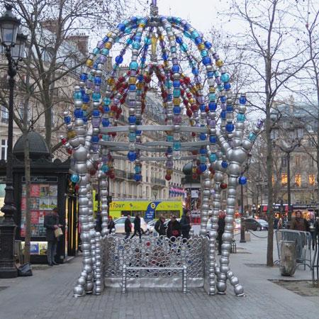 "Espectacular salida del metro ""Palais Royal"""