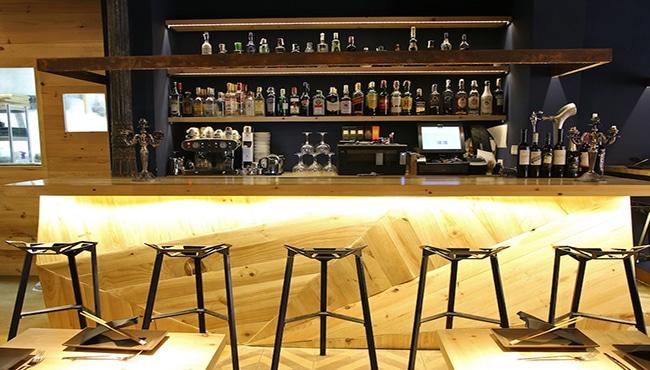 Interior del restaurante La Pajarita