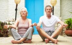 beneficios del yoga para los mayores de 50