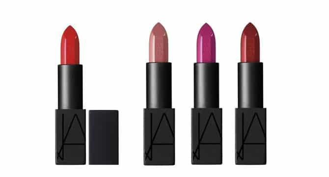 Audacious Lipstick de NARS ofrece una gama completa de colores, desde los neutros hasta los rojos intensos, de acabado mate y sedoso (30€)