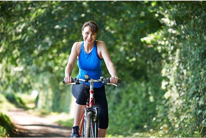 evitar la retención de líquidos en la menopausia