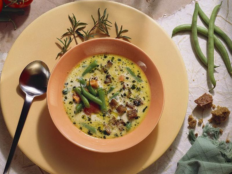 sopa-fria-de-judias-verdes-con-aceite-gambas-babu-magazine
