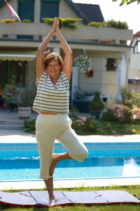El yoga es perfecto para hombres y mujeres de nuestra generación. Foto gtres