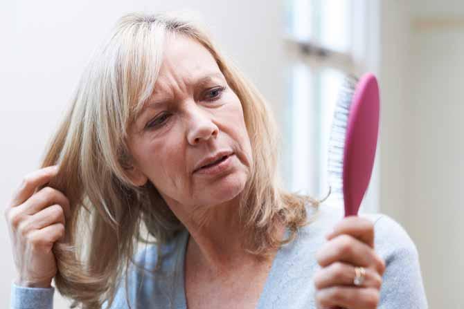 cómo evitar caída cabello después de los 50