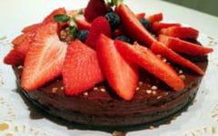 tarta de chocolate y fresas San Valentín