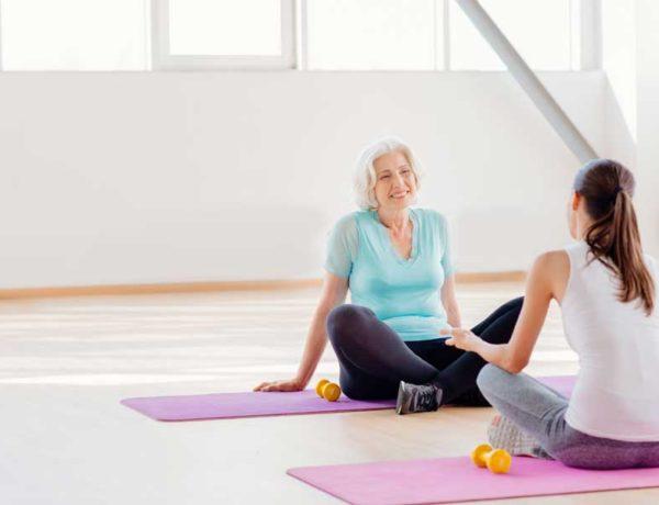 yoga iyengar para mujeres de más de 50