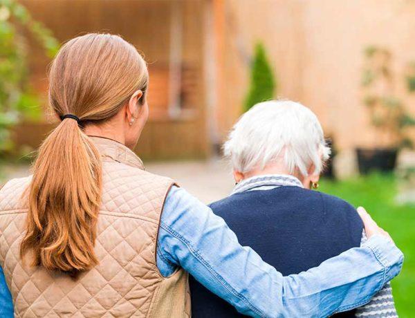 hacer compañia a personas mayores