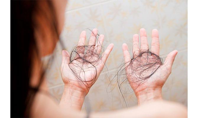 caída de pelo durante la menopausia