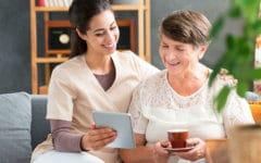 como elegir un cuidador para una persona mayor