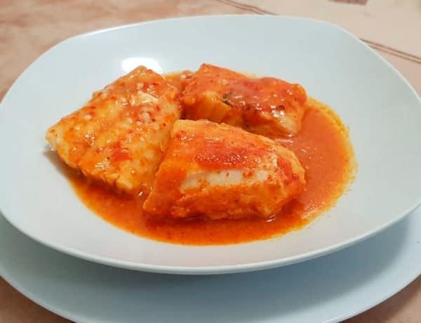 Merluza en salsa de pimientos del piquillo