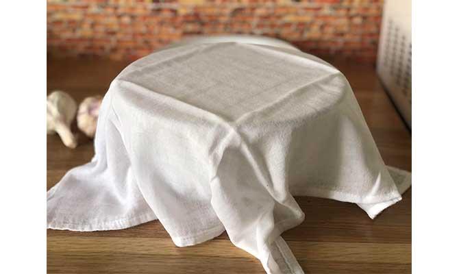 Recubrir el pan de ajo