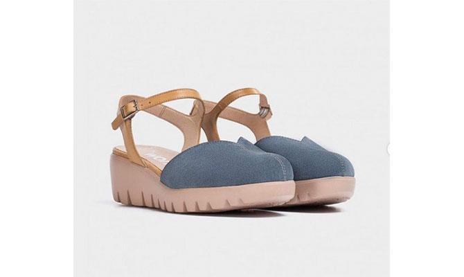 Sandalias cuña V azul de Wonders