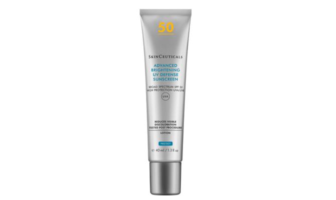 """Advanced Brightening UV Defense Sunscreen SPF 50"" de Skinceuticals"