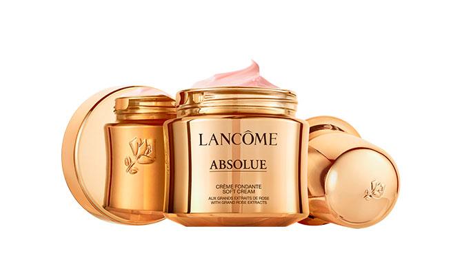 """""""Absolue Soft Cream"""" de Lancôme cuenta con  envase reutilizable. Puede recargarse con un sistema de cápsula recargable apostando por la sostenibilidad"""