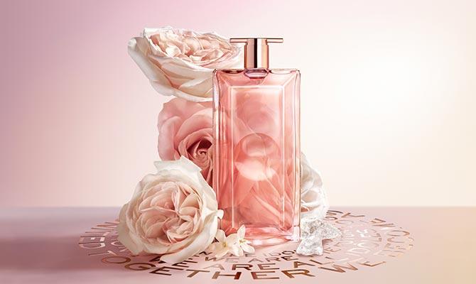 """""""Idôle Aura"""" de Lancôme uno de los perfumes de otoño favoritos de las mujeres de más de 50"""